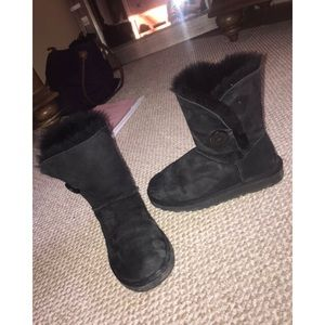 Gently Used short Black Ugg Boots
